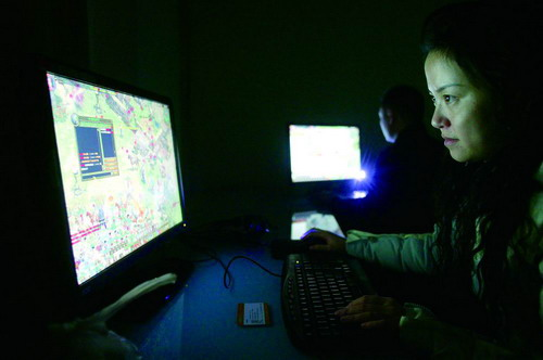 27-year-old Lu Yang playing ZT Online, photo by Southern Weekly