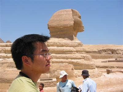 egypt.cedric.watching.sphinx.jpg