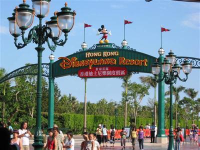 hk.disneyland.entrance.jpg