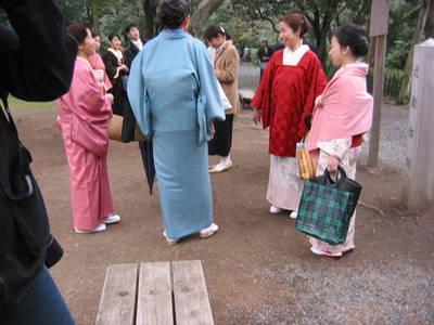 kyoto.women.in.kimonos.jpg
