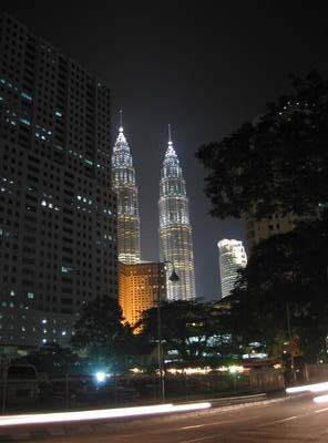 kuala.lumpur.petronas.towers.night.jpg
