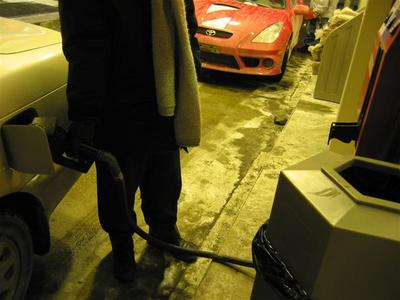 montreal17.gas.station.jpg