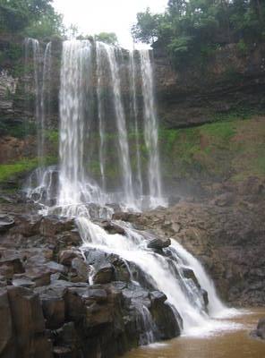 dalat.waterfalls.jpg